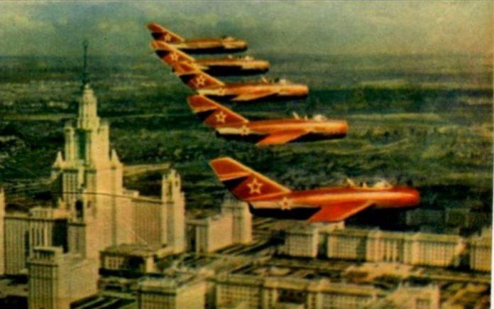 самолетики за крышами - чарушин